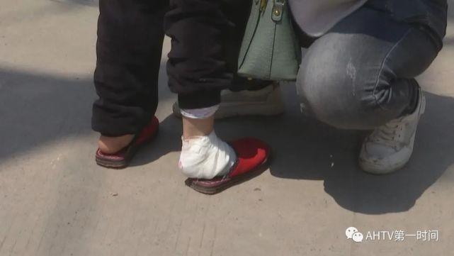 淮南一老师对学生热水烫脚踩脸掐脖子主管部门已介入调查